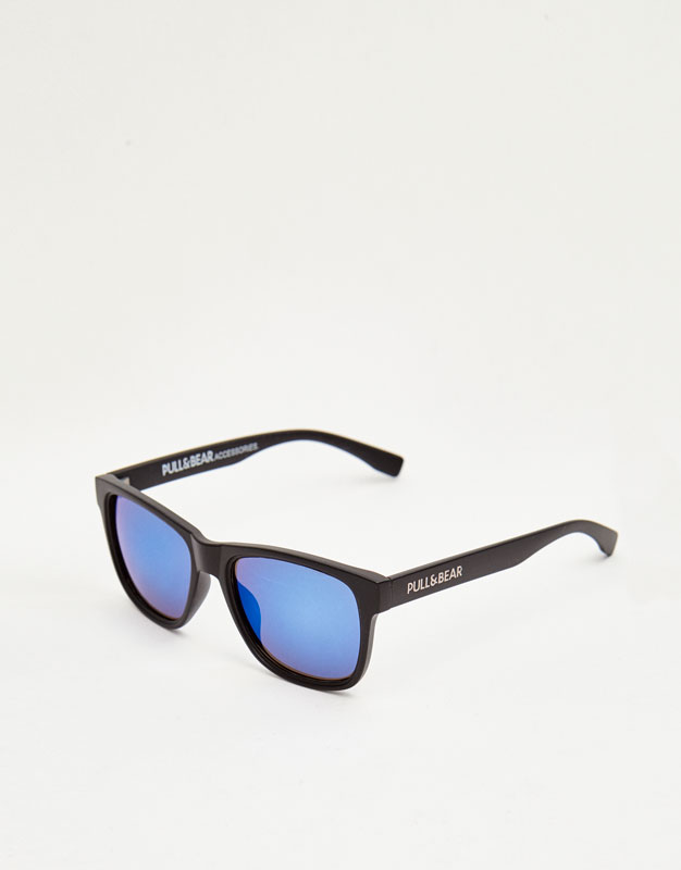 Ulleres de sol amb vidres blaus
