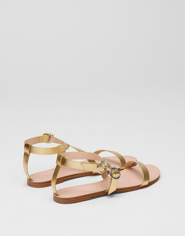 Basic golden sandals with buckles
