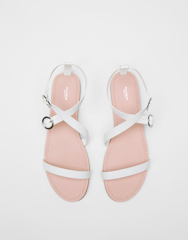 Basic white sandals with buckles