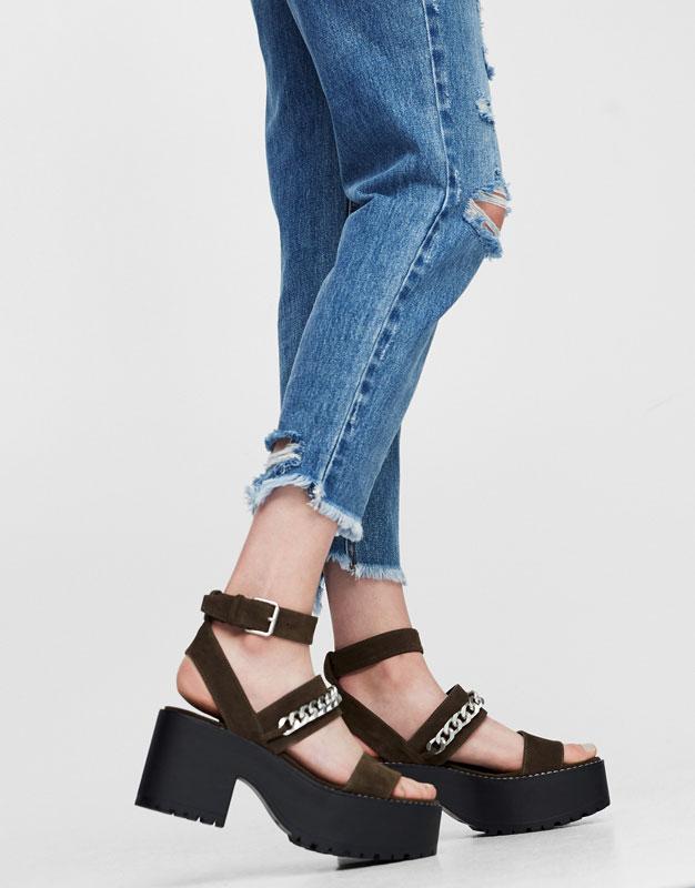 Sandale à talon chaîne