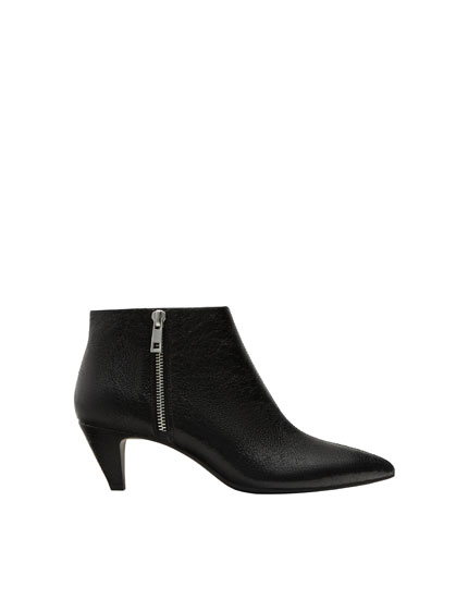 Kitten heel pointed ankle boots