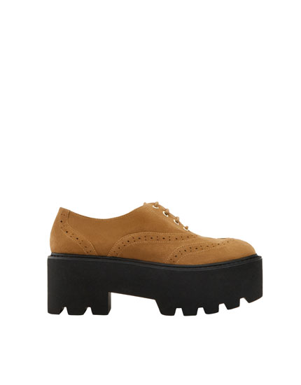 Oxford shoes with broguing
