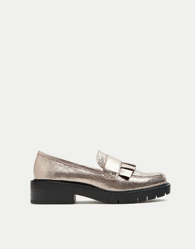 Frilled metallic loafers