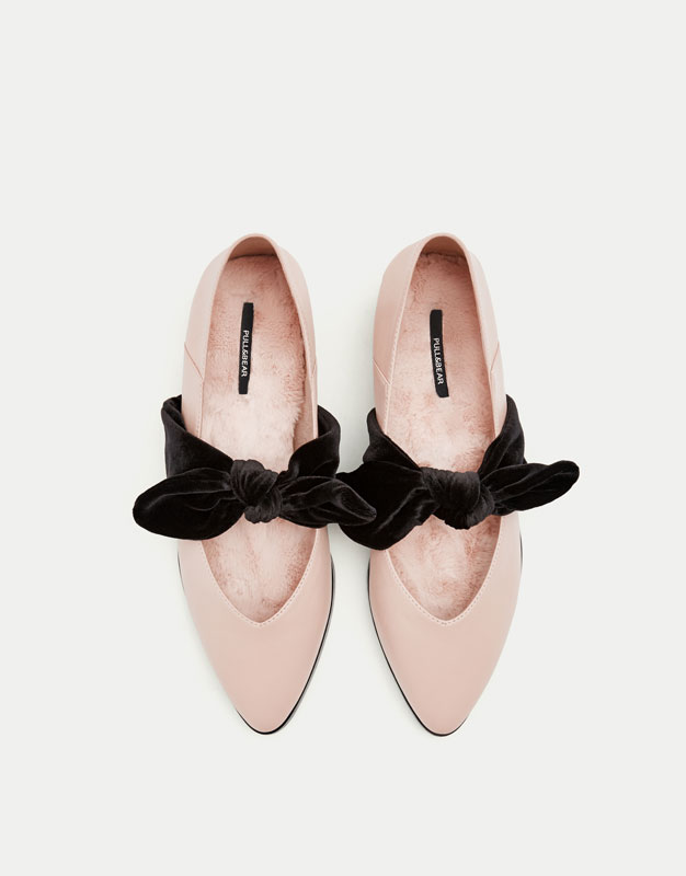Ballerinas with bows