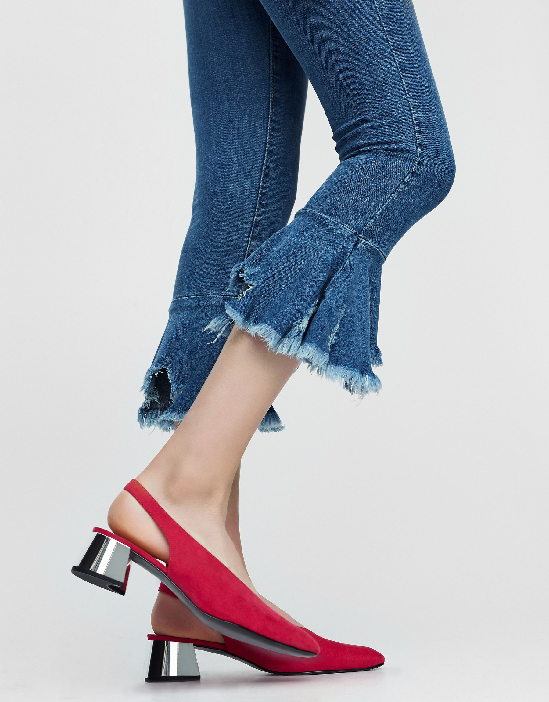 High heel shoes with low-cut upper