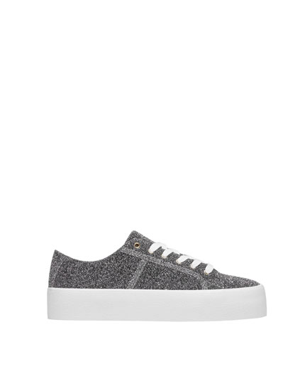Silberfarbene Sneaker mit Glanzfinish