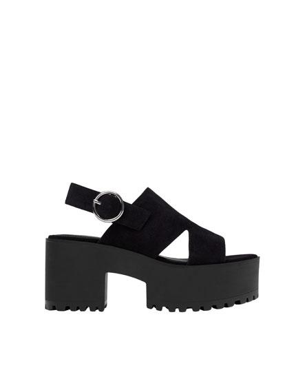 Sandale bloc talon boucle