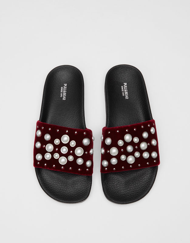 Slides with pearl details