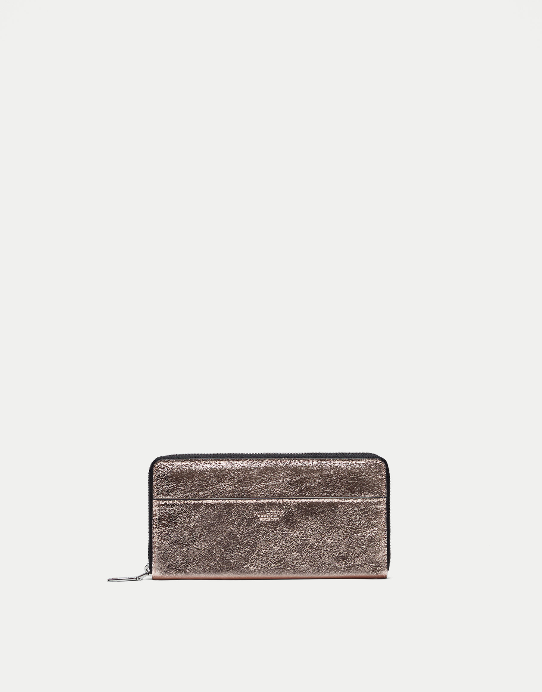 Metallic wallet with crackled effect
