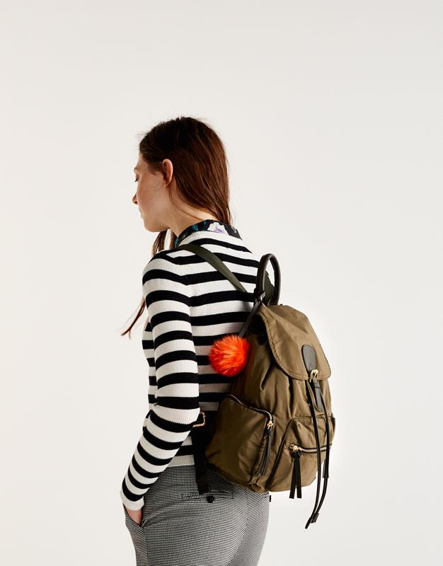 Modischer Rucksack in Khakigrün mit Details