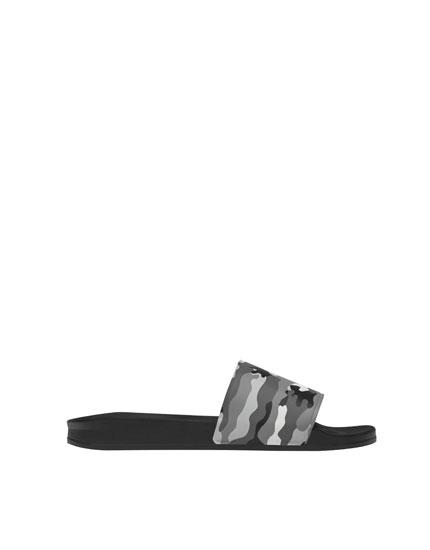 Camouflage vamp sandals