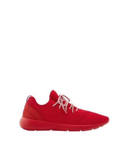 Modischer Sneaker aus Funktionsstoff
