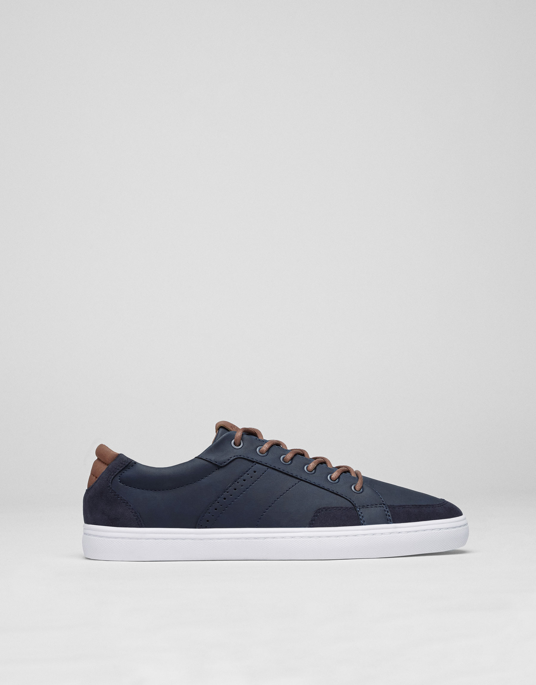 Blue urban sneakers with quilted heel