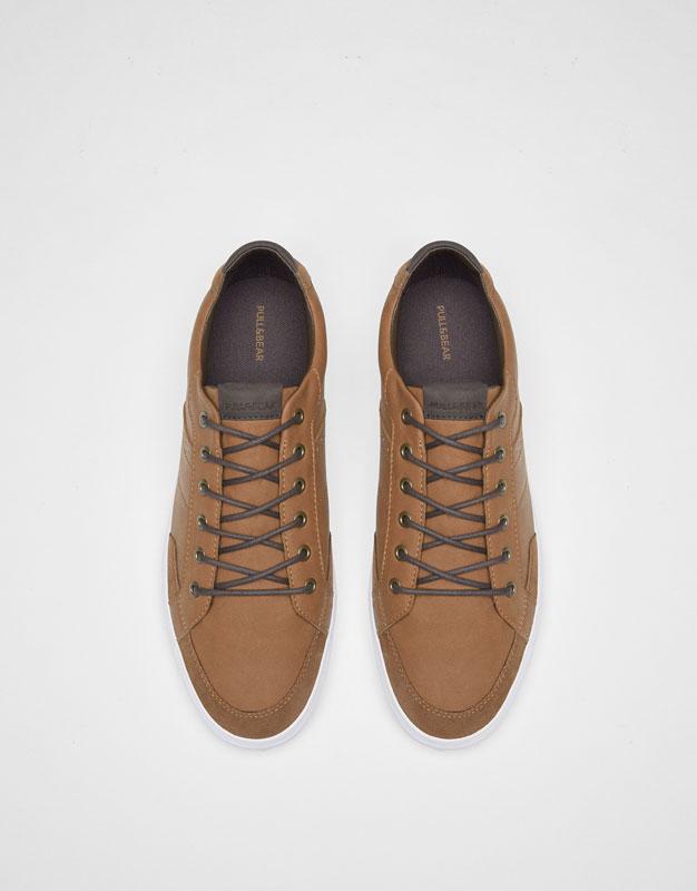 Zapatilla urbana talón acolchada marrón