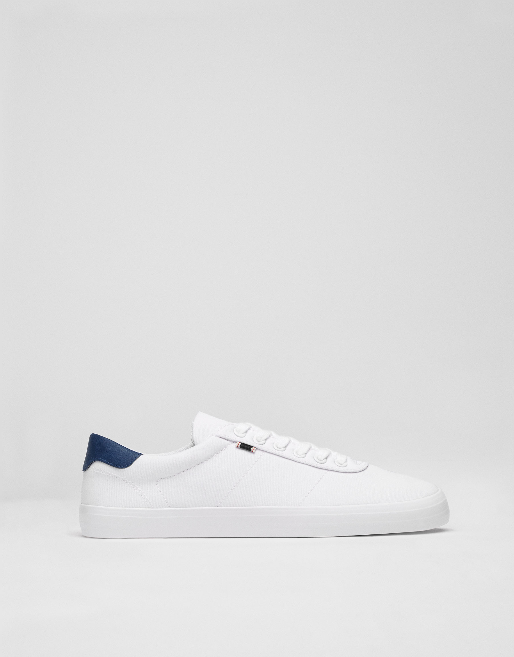 Basic white sneakers with label