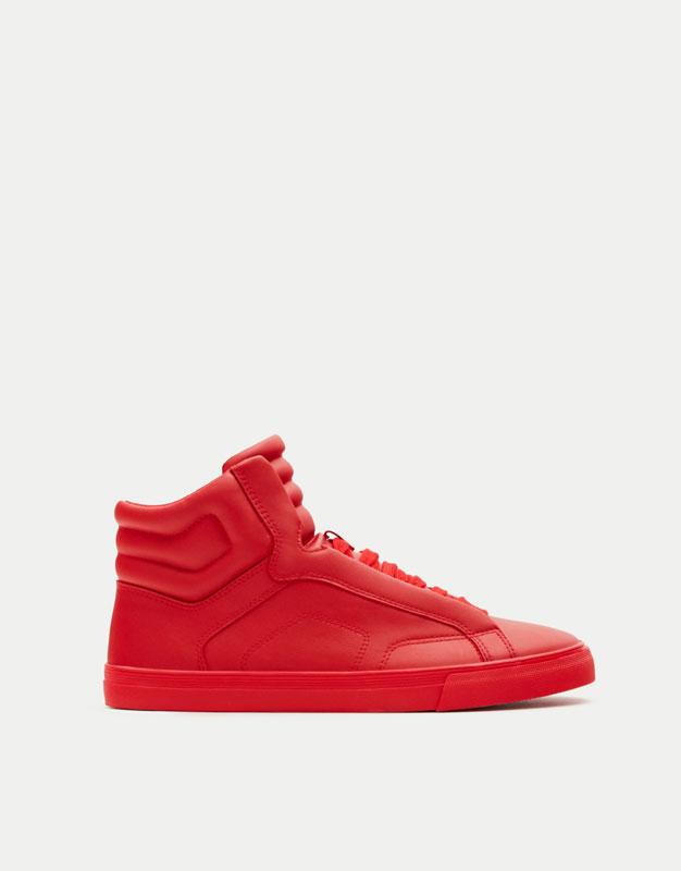 Hohe, wattierte Sneaker in Rot