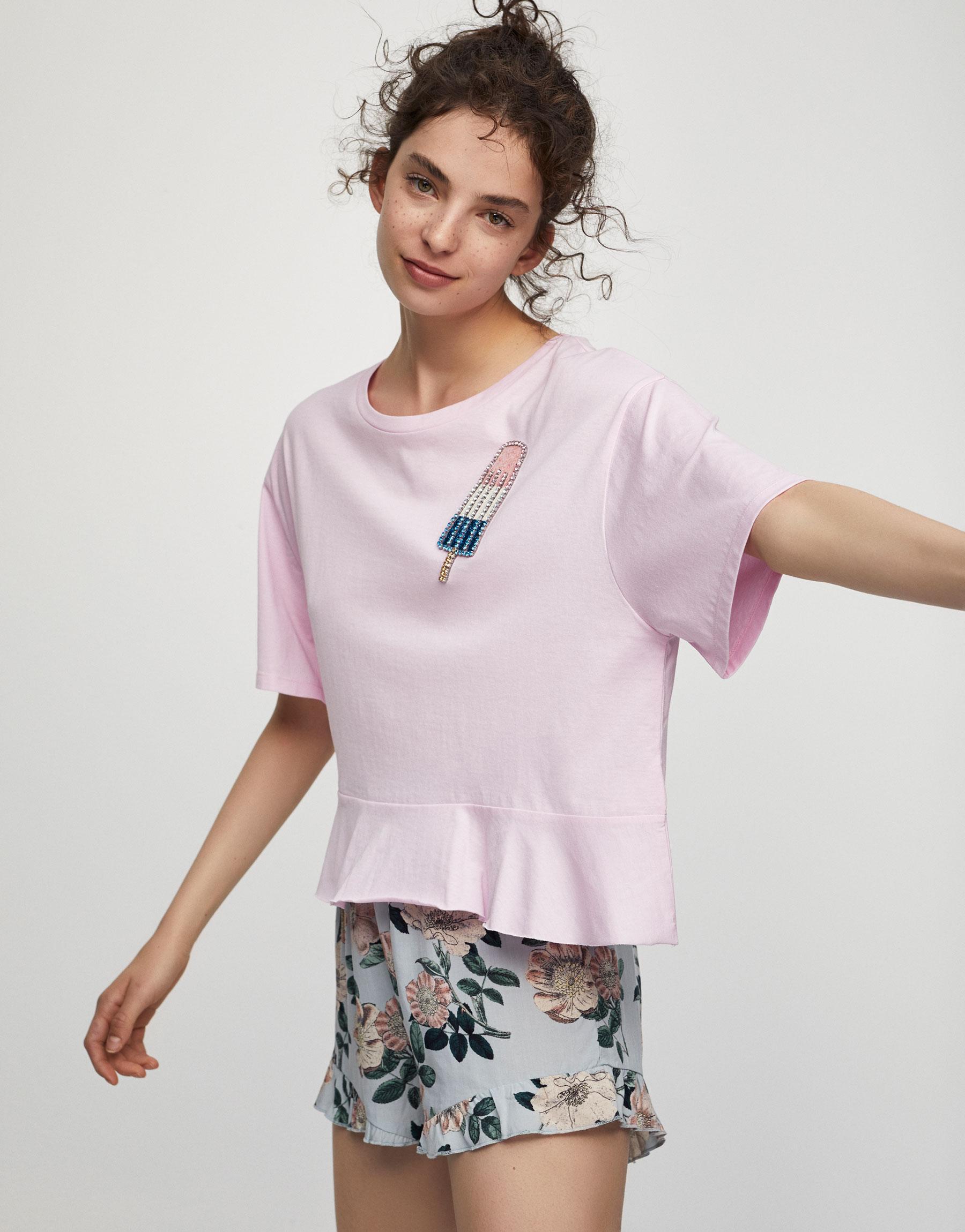 T-shirt com aplique com brilho e gelado