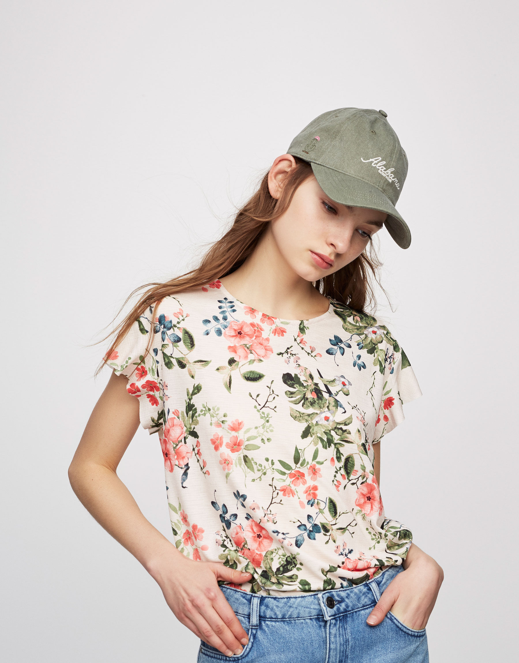 Floral print T-shirt with frills on the sleeves