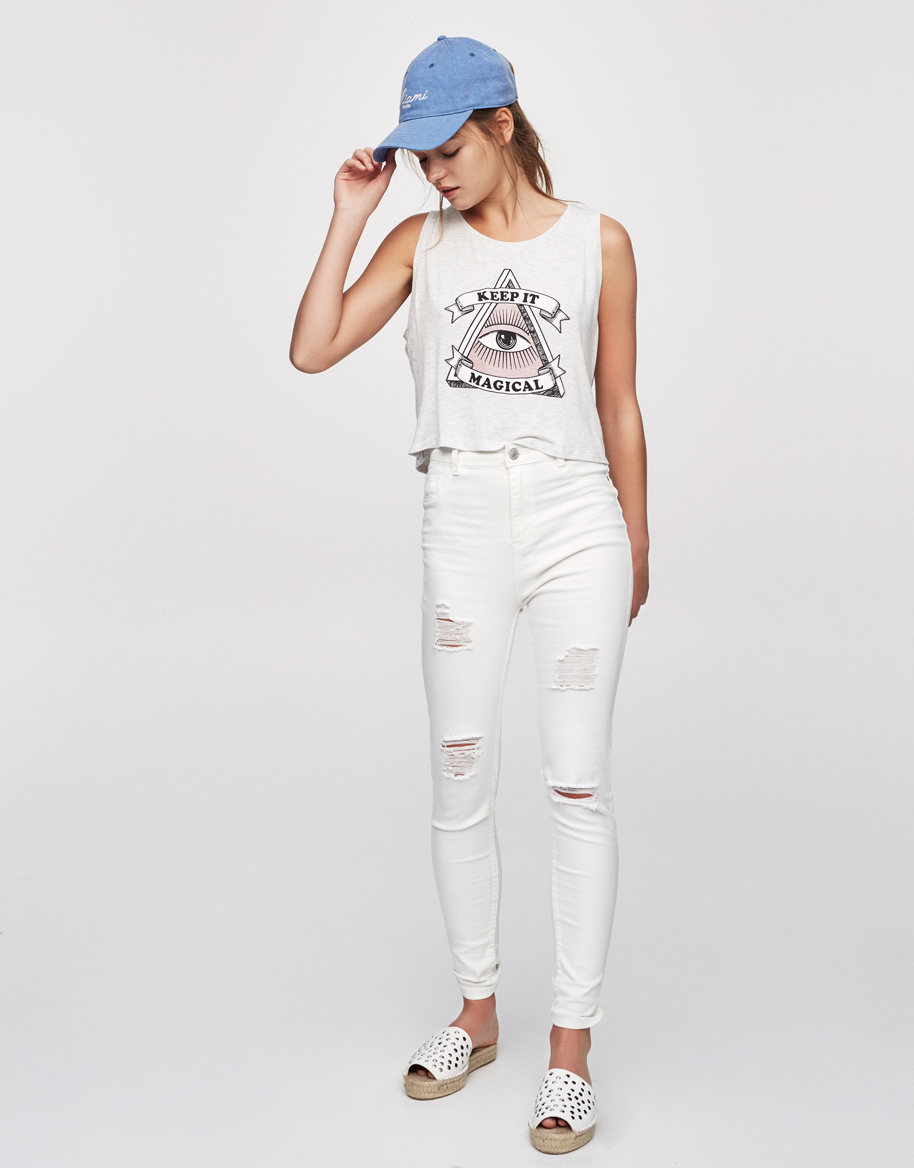 Sleeveless T-shirt with graphic