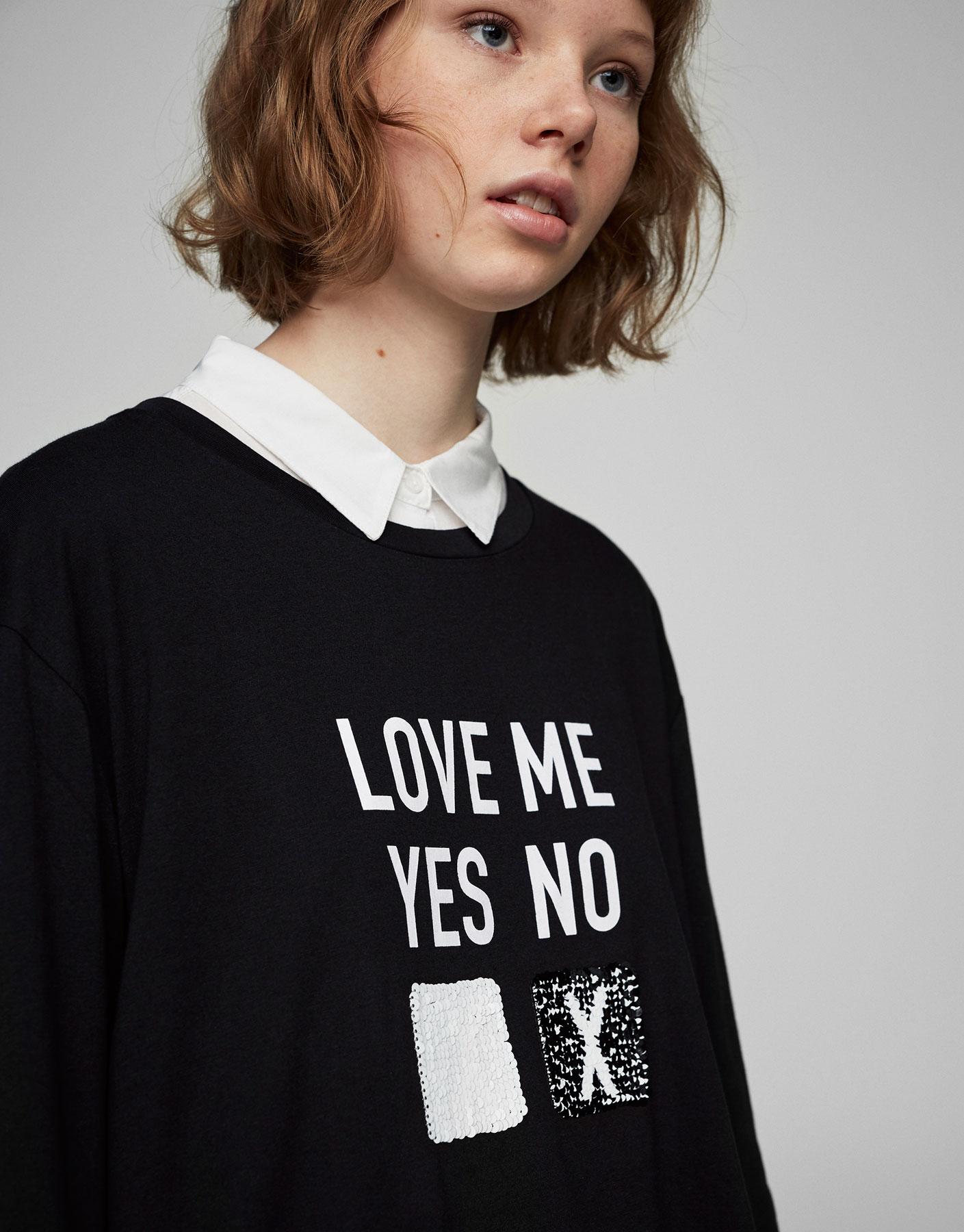T-shirt med pailletter og 3/4 lange ærmer
