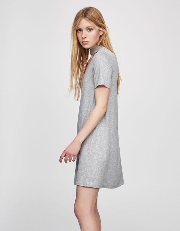 Plain dress with choker neck