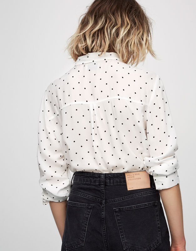 Printed shirt with bow on the neck