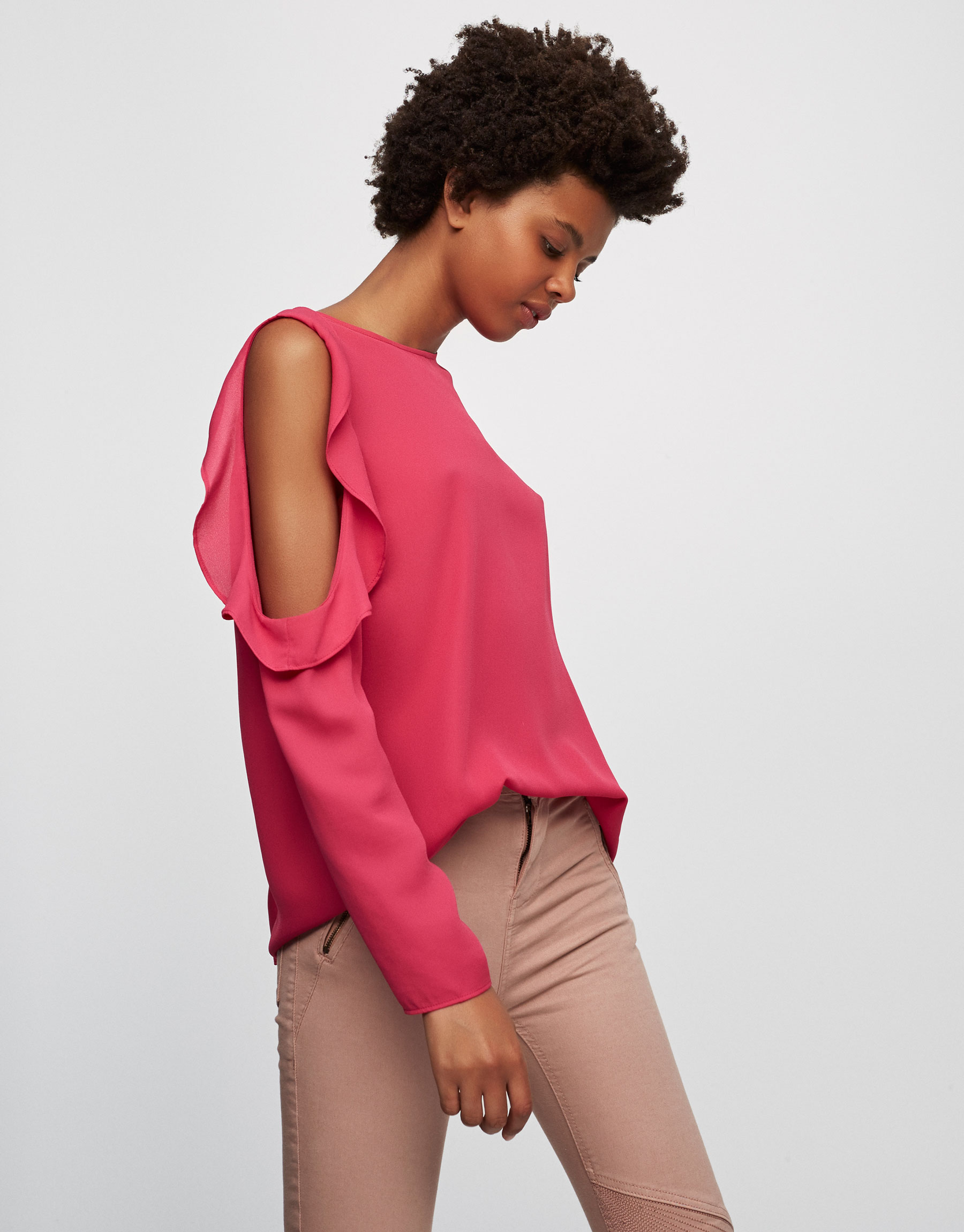 Off-the-shoulder frilled top