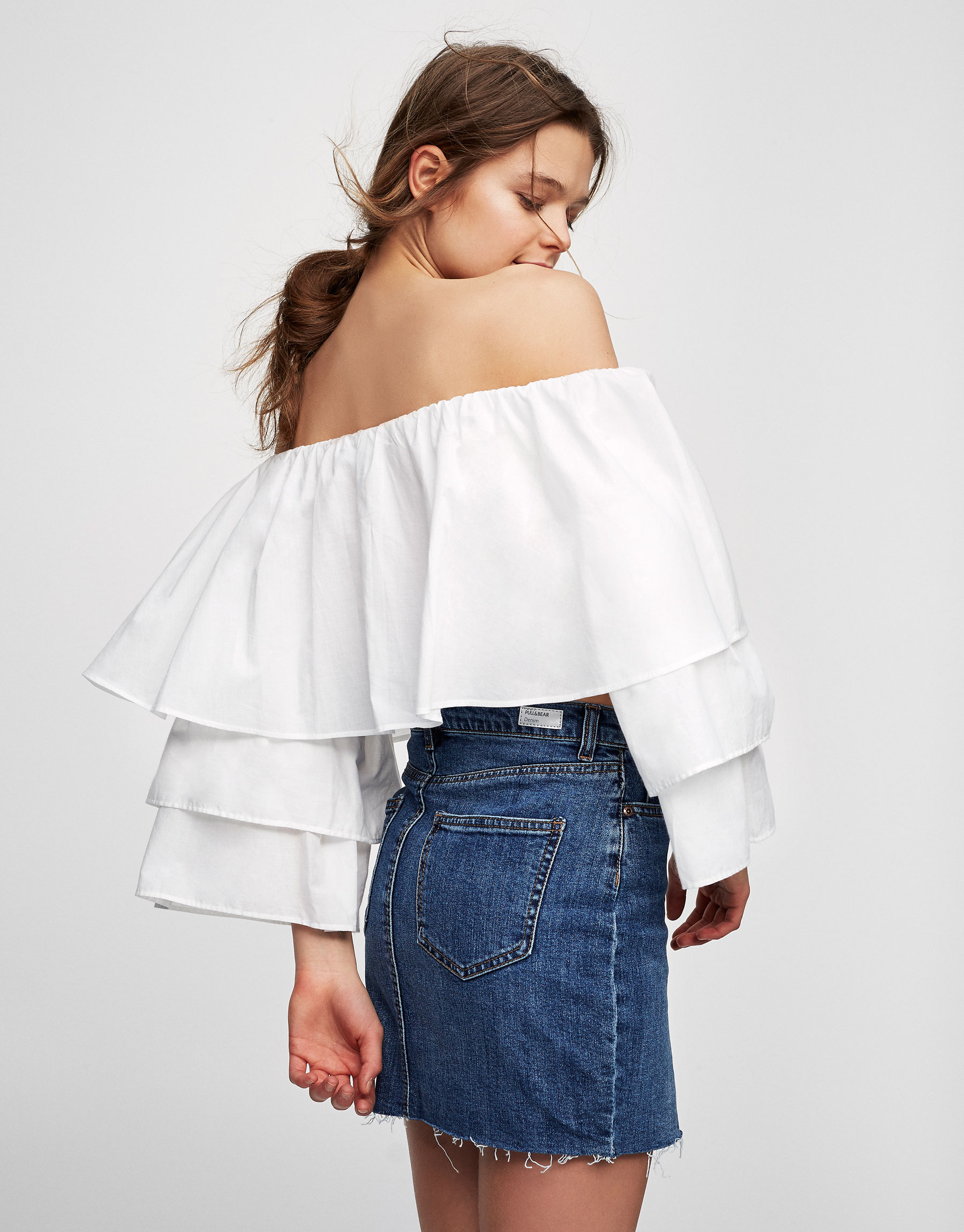 Crop top with frilled sleeves