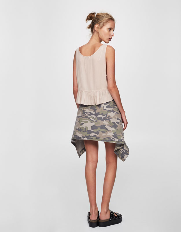 Buttoned crop top with frilled hem