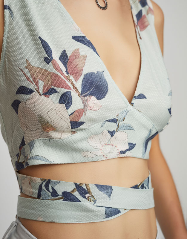 V-neck floral top that ties at the waist