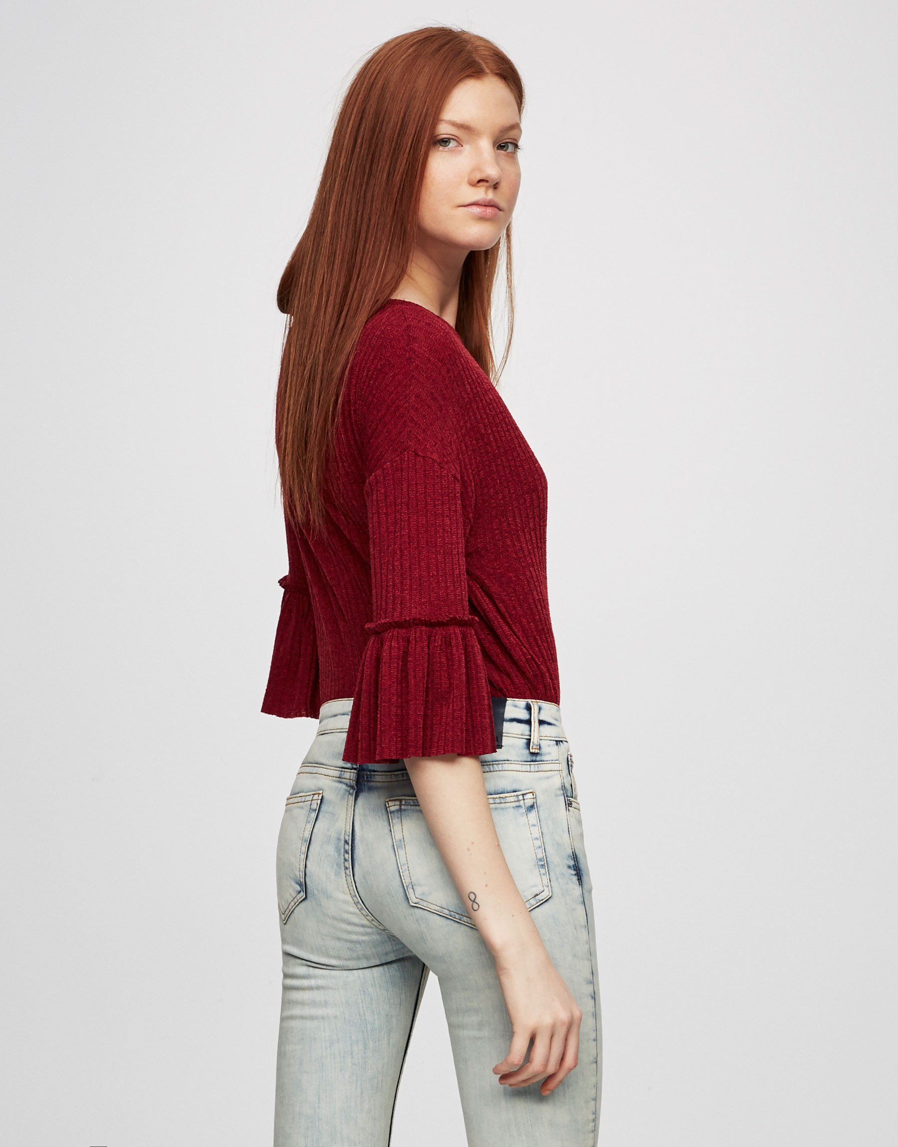 Sweater with frilled sleeves