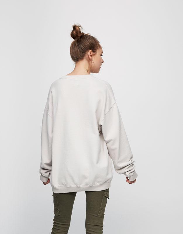 Sweatshirt mit aufgesticktem Schriftzug