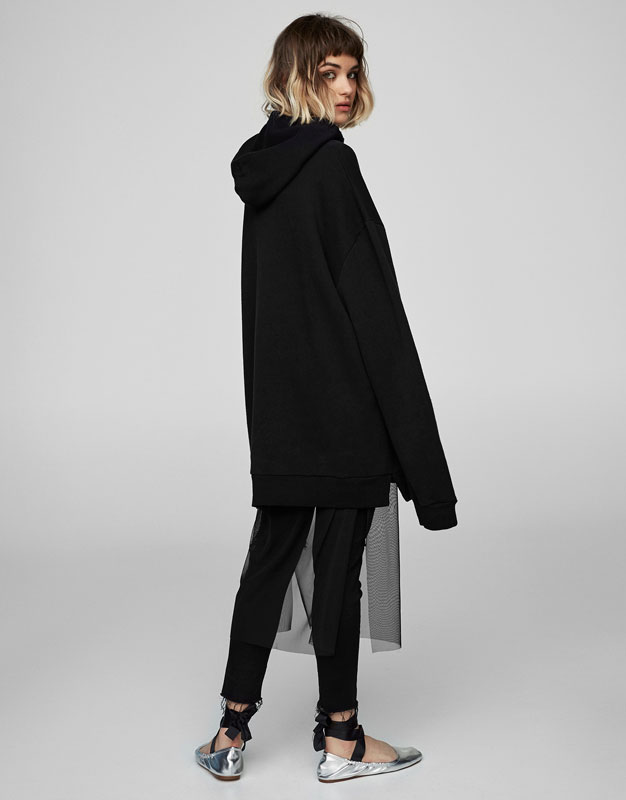 Basic oversized sweatshirt with side vent