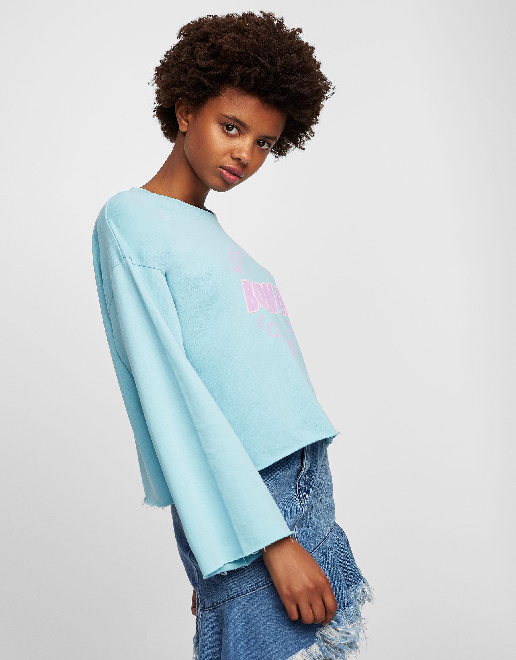Farbiges Cropped-Sweatshirt mit Schriftzug
