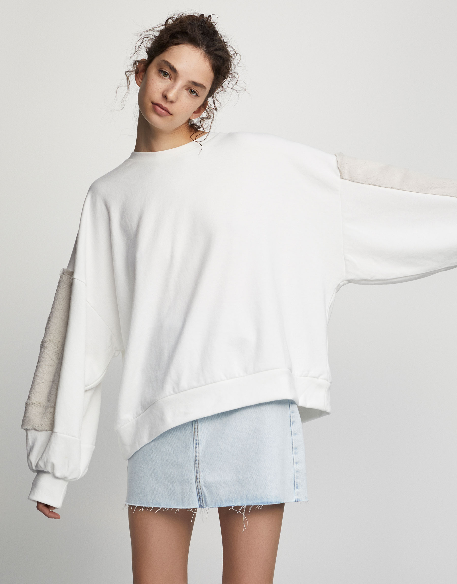 Sweatshirt with faux fur puff sleeves
