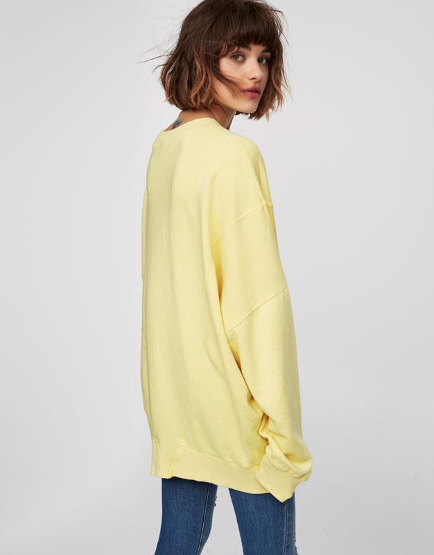 Oversized sweatshirt with round neck and seam detail
