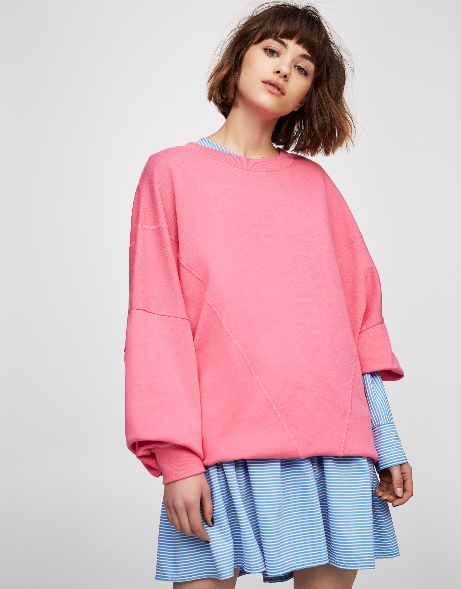 Oversize-Sweatshirt mit Rundausschnitt und Rissen