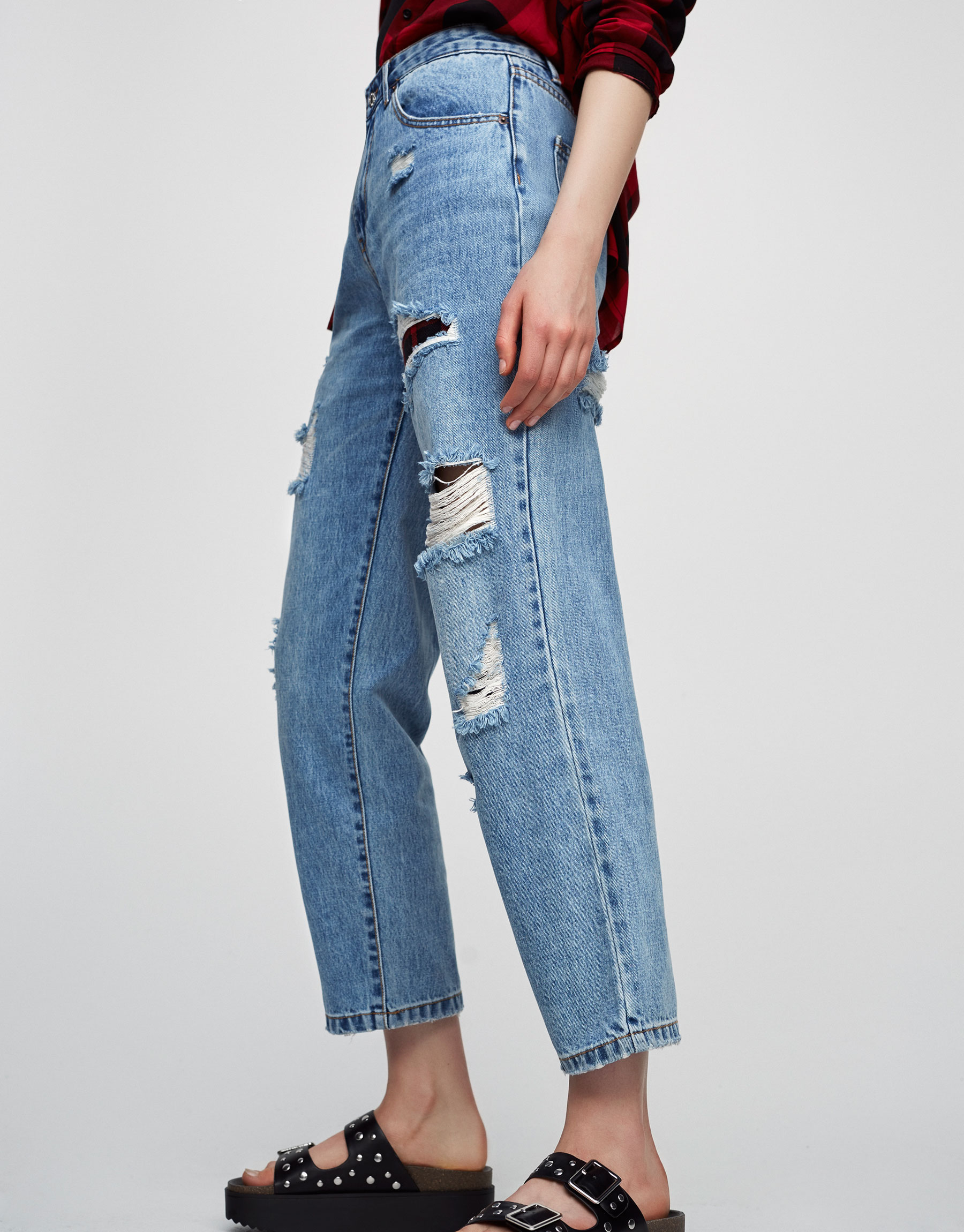 Relaxed fit jeans with rips