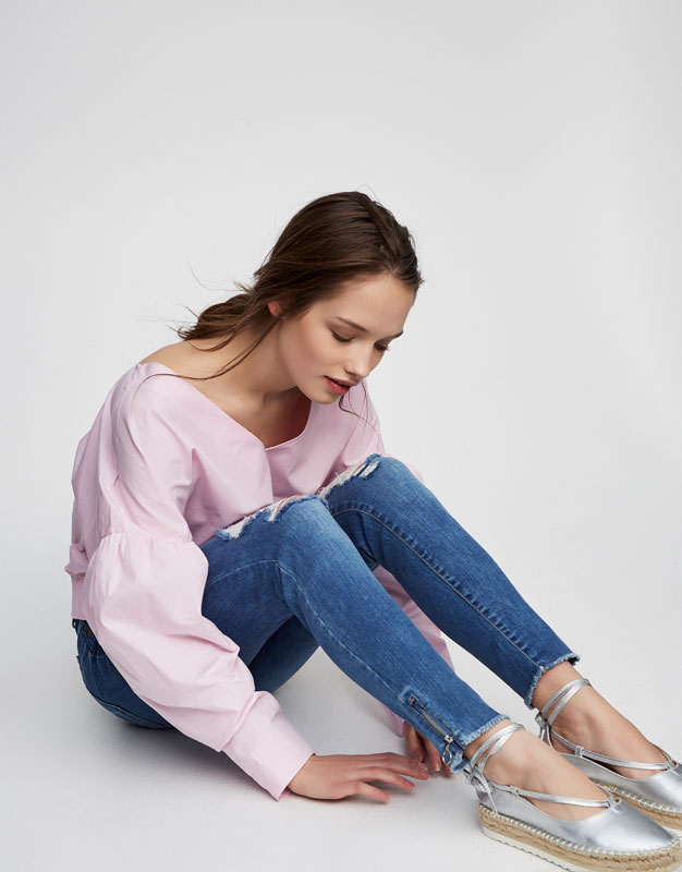 High-waist skinny fit jeans with rips