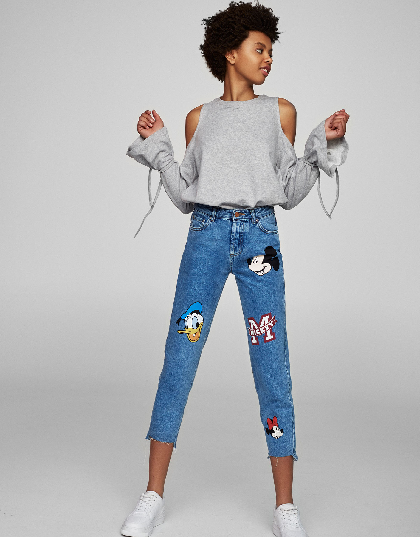 Jean mom fit Mickey Mouse