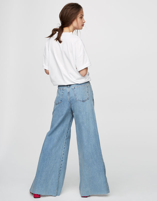 Relaxed fit jeans with side slits