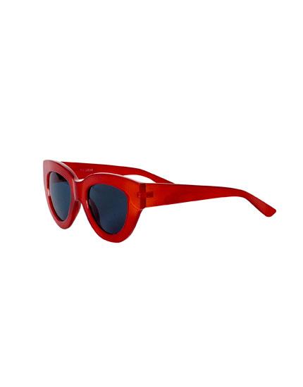Red resin sunglasses