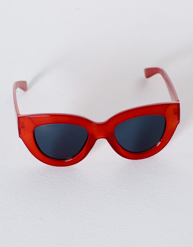 Red resin sunglasses