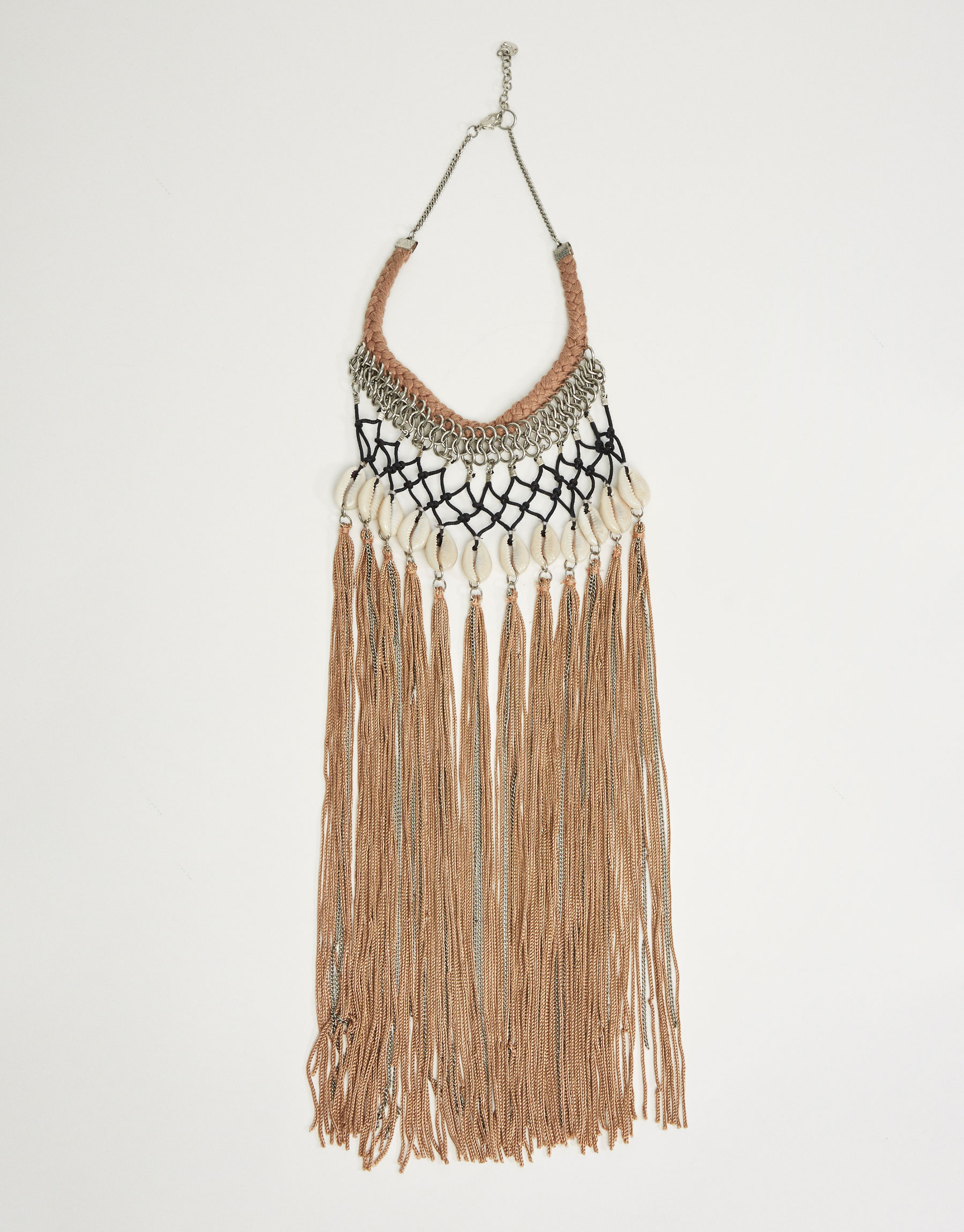Shells and tassels necklace