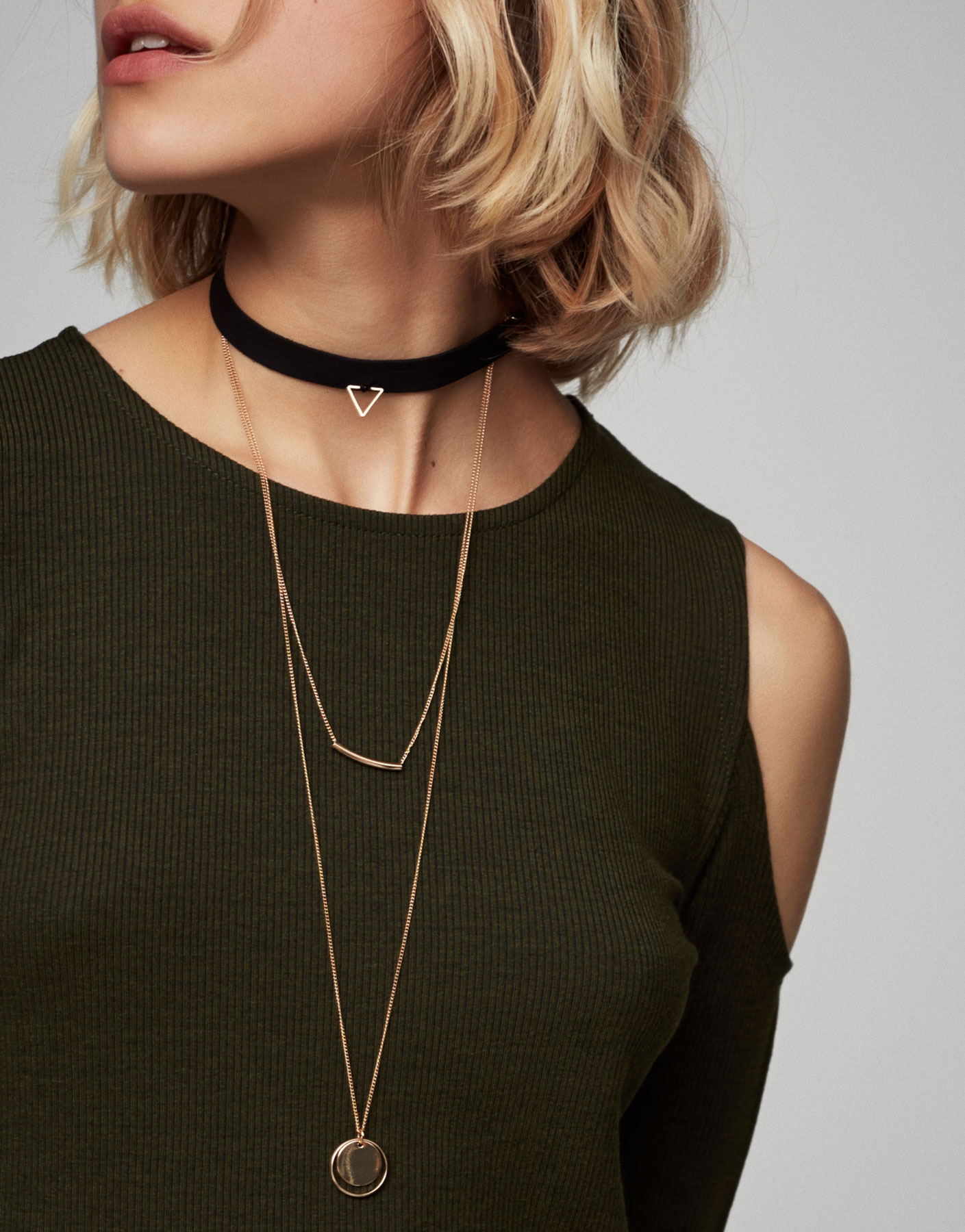 Collier ras du cou triangle