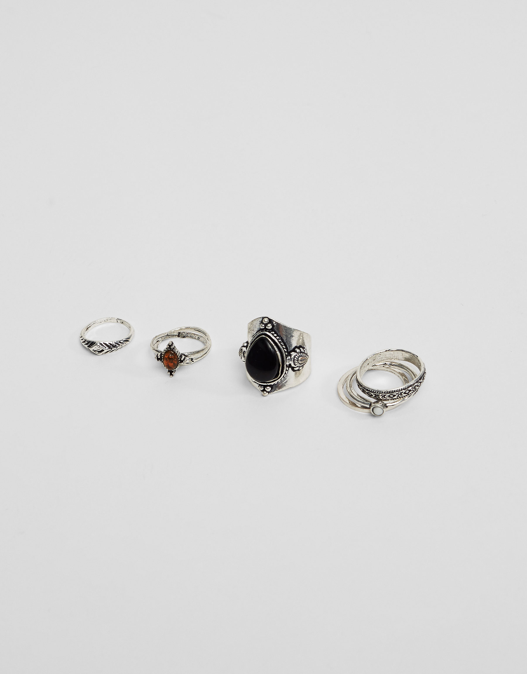 Pack of 8 stone rings