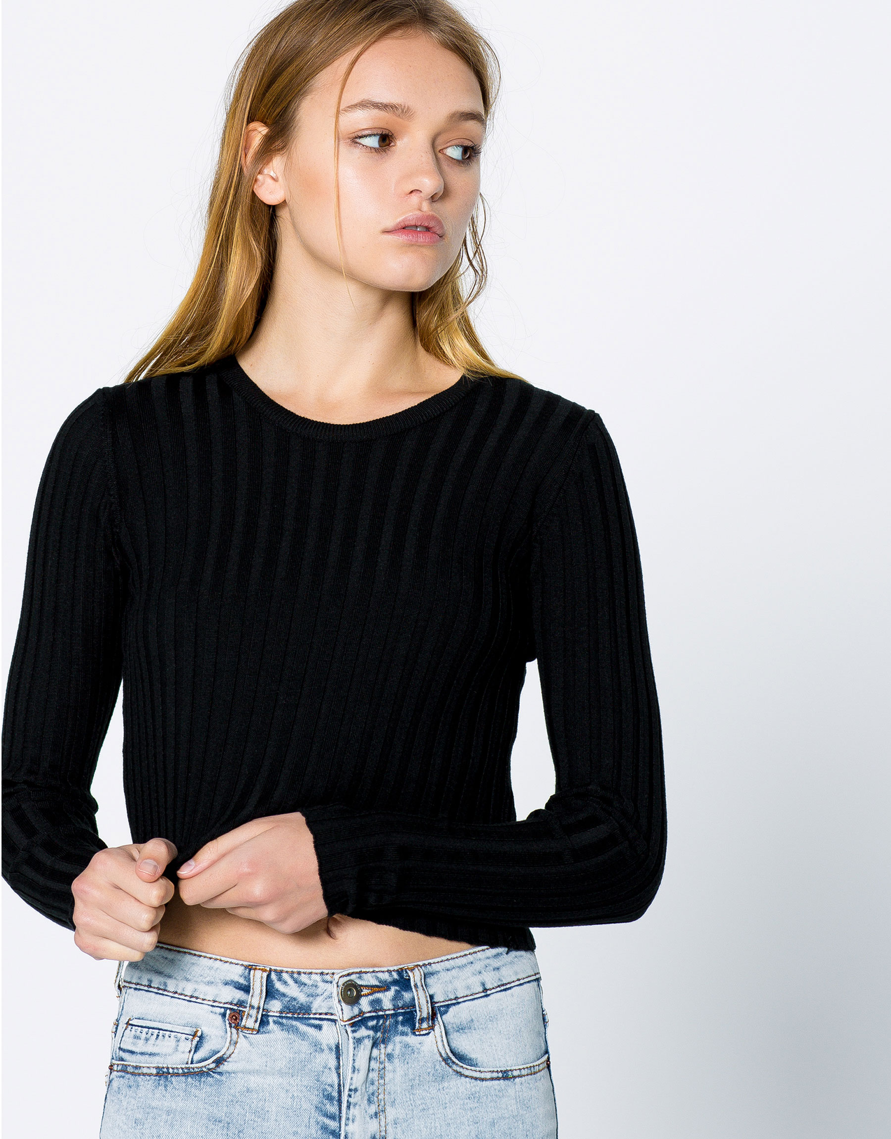 Round neck pearl knit sweater