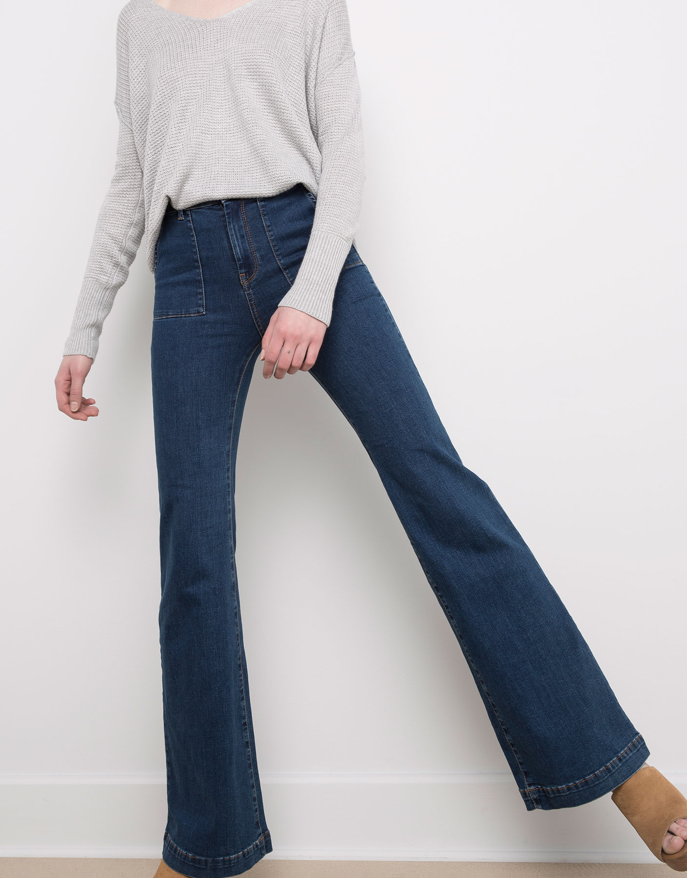 Stretch bell-bottom jeans patch pocket