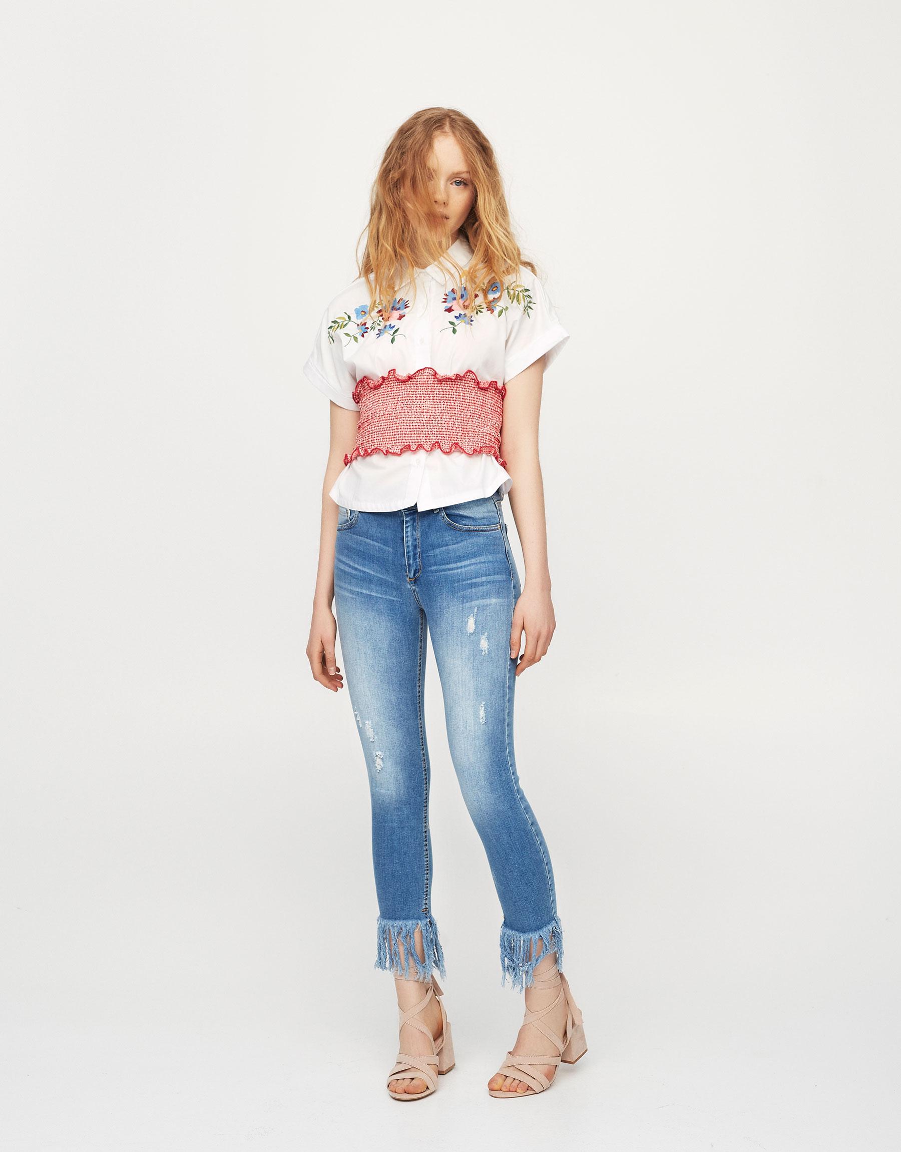Skinny-Fit-Jeans mit ausgefranstem Saum