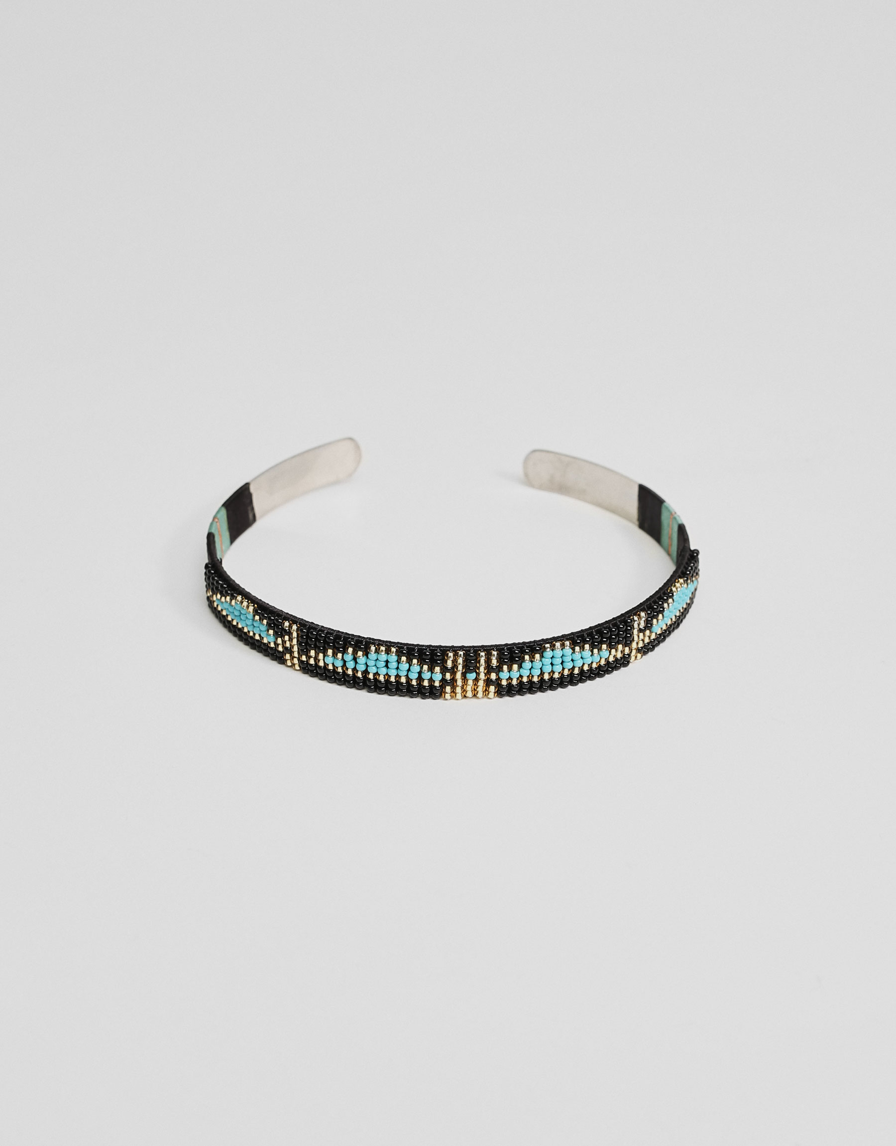 Rigid beaded choker